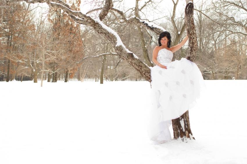 modèle dans une robe de mariée