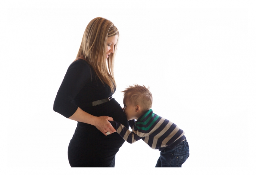 PREGNANT-WOMEN-WITH-HIS-SON